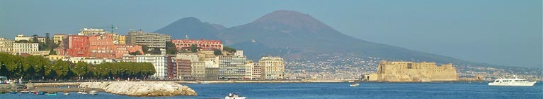 Napoli - il magnifico golfo e il Castel Dell'Ovo