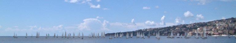 Napoli - imbarcazioni che si sfidano per la Velalonga